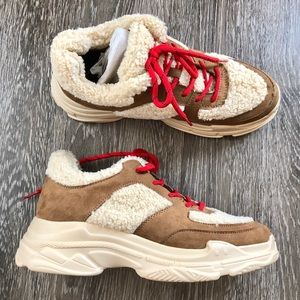 Jessica Simpson sports 2 Sherpa sneakers